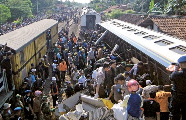قطار تصادف