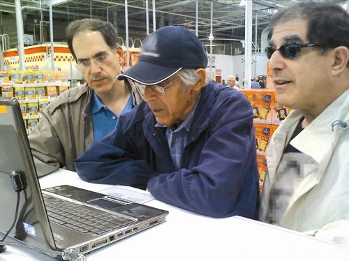 مرد سالمند - کامپیوتر