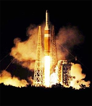 Eine Delta IV Heavy-Rakete hob den Riesensatelliten NROL-32
