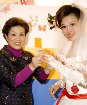 """زن تایوانی با خودش """"ازدواج  کرد""""!"""