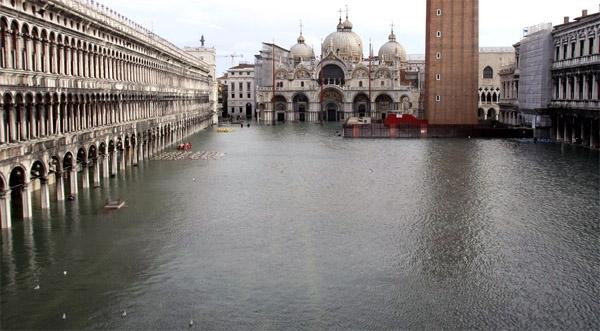 ونیز غرق شد!