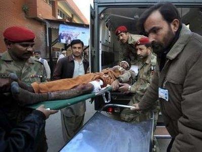 80 کشته در حمله انتحاری به یک مرکز توزیع مواد غذایی در پاکستان