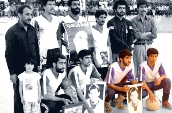 عدنان زاهدی و مصطفی اردستانی دو تن از بازیکنان تیم جام رمضان در استخر پارک بیستم