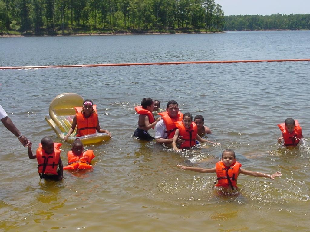 چطور به کودکان شنا بیاموزیم؟