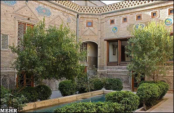 آشنایی با مؤسسه کتابخانه و موزه ملی ملک - تهران