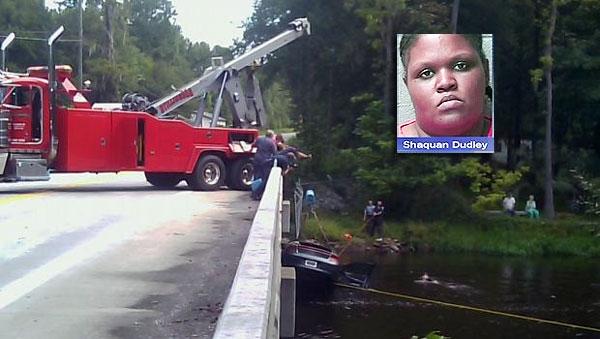 کودکانش را با چاقو کشت و با خودرو به رودخانه انداخت