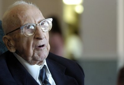سالمندترین مرد جهان تولدش را جشن گرفت