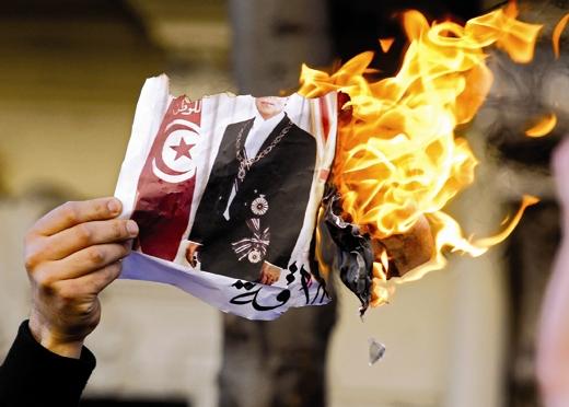 آتش در خرمن دیکتاتور