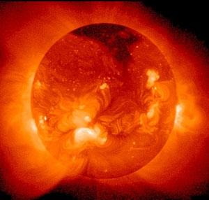 چرا اتمسفر خورشید از سطح آن داغتر است؟