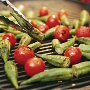 آشنایی با روش تهیه بامیه و گوجه فرنگی کبابی
