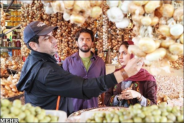بهرام رادان، مهران مدیری، هدیه تهرانی و مهناز افشار در پل چوبی