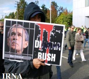 تظاهرکنندگان کانادایی خواستار دستگیری جرج بوش شدند
