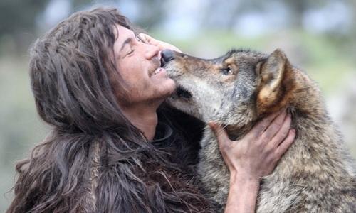 در میان گرگها