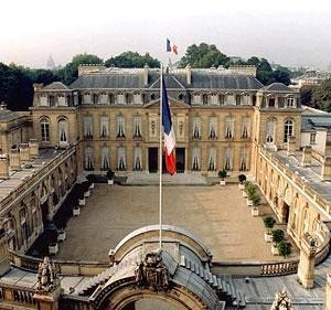 خودسوزی زن فرانسوی در برابر کاخ الیزه