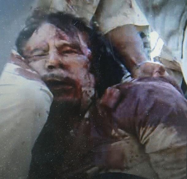 عکسهایی از جسد قذافی