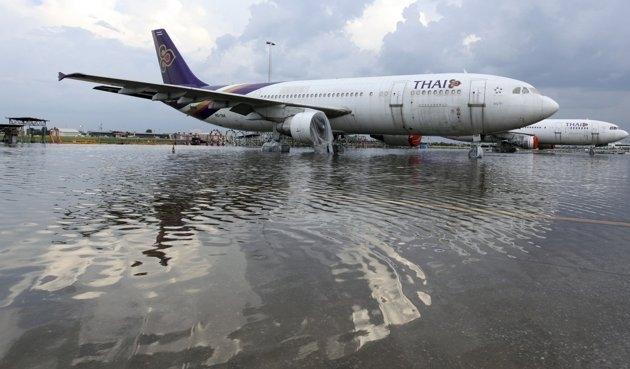 سیل در فرودگاه تایلند