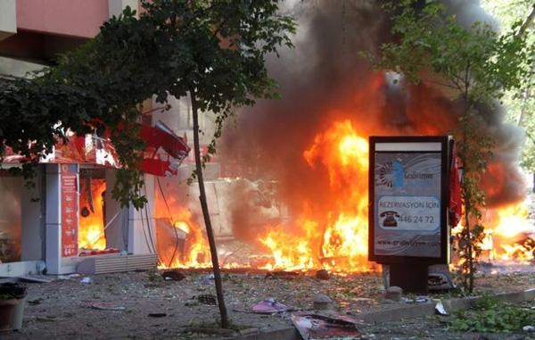 Roadside bomb in Turkey kills 6