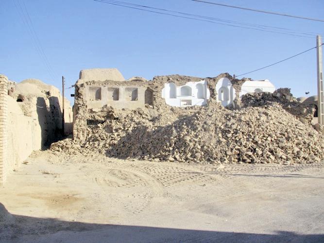 تخریب  یک اثر تاریخی دوران قاجاریه در ابرکوه