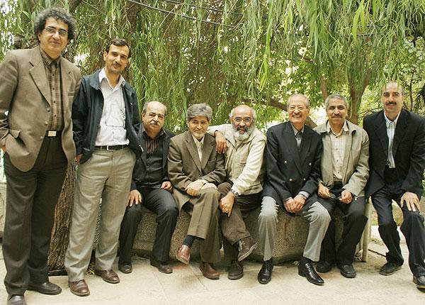 از راست: شعبانعلی بهرامپور، حسن نمکدوست، حسین قندی، یونس شکرخواه، اکبر قاضی زاده، بهروز بهزادی، احمد توکلی و فریدون صدیقی