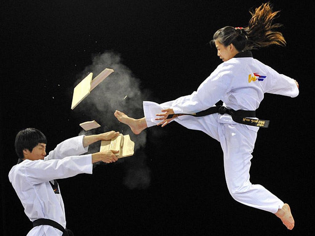 http://images.hamshahrionline.ir/images/2011/12/Takewondo.jpg