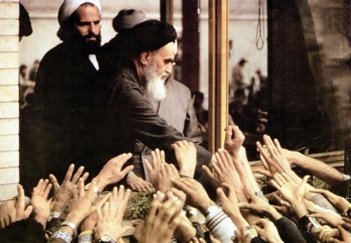 انقلاب اسلامی، احیاگر نقش دین در بیداری ملتها