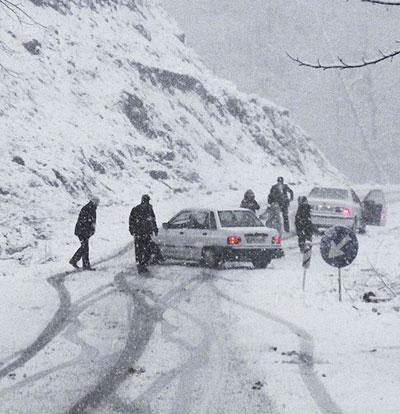 برف و کولاک در جاده