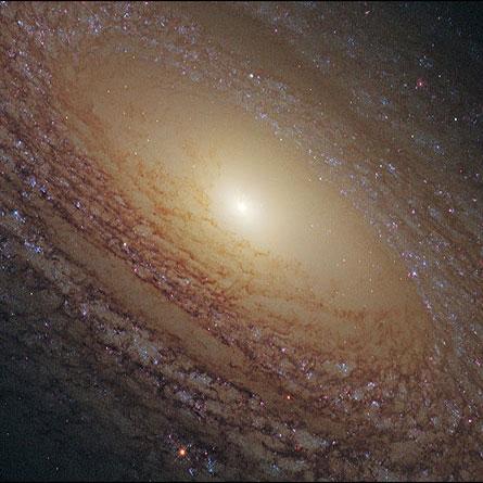 کهکشان مارپیچ کرکی شکل