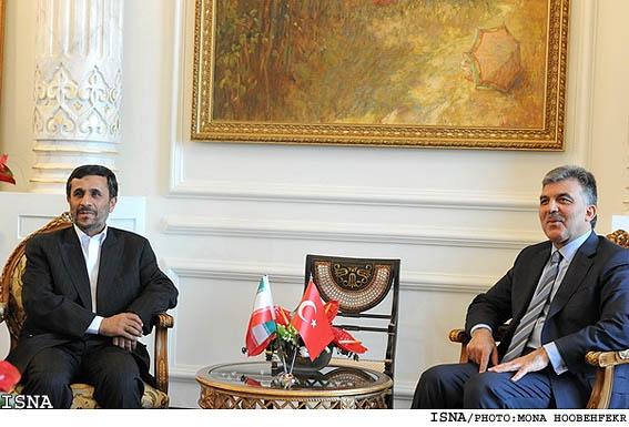 استقبال رسمی احمدینژاد از عبدالله گل
