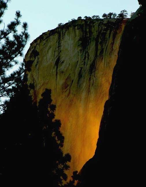 تصاویر شگفتانگیز از آبشار آتش