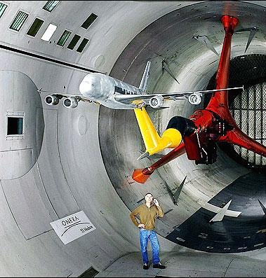 تصاویر سفر به درون بزرگترین تونل بادی دنیا
