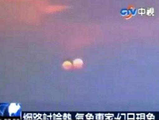 تصویر غروب دو خورشید در آسمان چینیها!