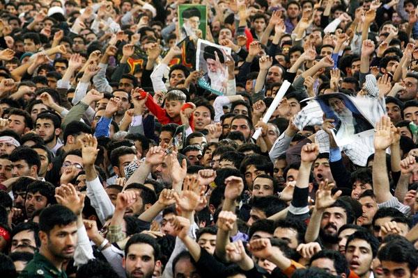 بیانات رهبر معظم انقلاب در حرم رضوی در آغاز سال 90
