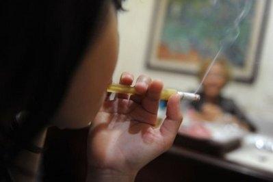 ادعای کلینیک اندونزیایی: سیگار کشیدن برای علاج سرطان!