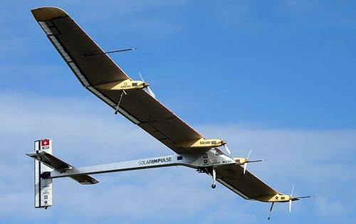 پرواز هواپیمای کاملا خورشیدی سوئیسی در ارتفاع 3 هزار و 600 متری