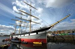 «گْلِنلی» کشتی بزرگی است که اواخر قرن نوزدهم میلادی ساخته شده و حالا بهعنوان یک موزه در ساحل رودخانۀ گلاسکو قرار دارد، درست مقابل موزة حملونقل؛ کشتیای که نقش مهمی در تاریخ حملونقل گلاسکو داشته و بدون آن، موزۀ حملنقل، بخش مهمی از معنایش را از دست میدهد.