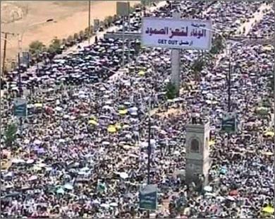 جشن و پایکوبی یمنیها درپی خروج صالح از کشور