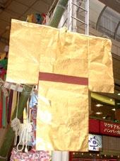 چیزهای مختلفی که به بامبو آویزان میشوند، معنیهای مختلفی دارند. کیمونوی کاغذی به این امید به بامبو آمیزان میشود که در سالی که پیش روست، لباسهای زیبا دوخته شود و بیماریها و اتفاقهای ناگوار از زندگی دور شوند.