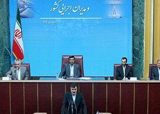 احمدی نژاد: اجازه ندهید فضای جامعه را به سوی مسائل بیارزش سوق دهند