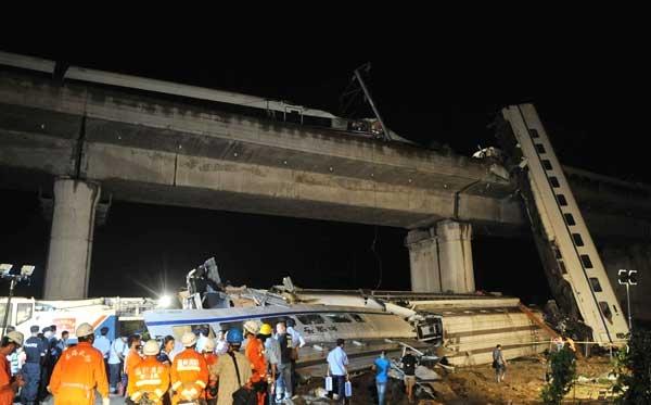 گزارش تصویری از تصادف دو قطار در چین