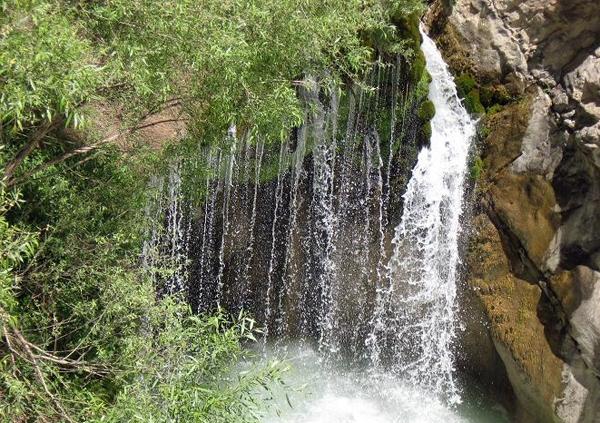 آشنایی با آبشار آب ملخ - اصفهان