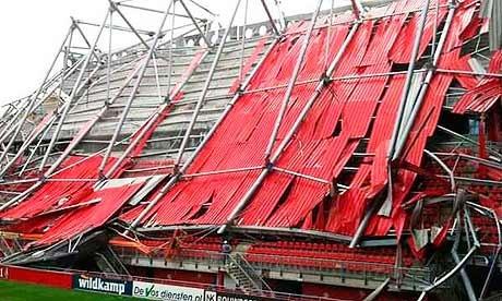 سقف ورزشگاه تونته هلند فرو ریخت