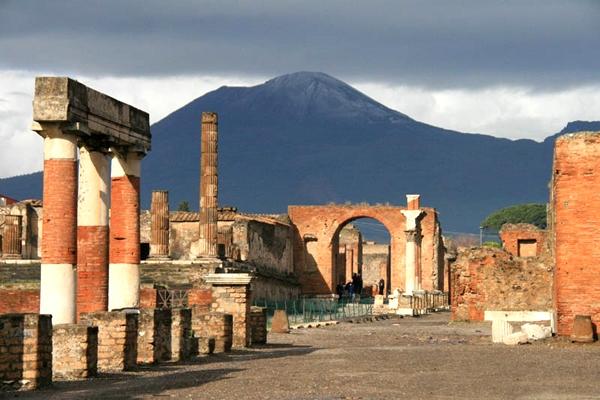 آشنایی با شهر سوخته پمپئی - ایتالیا