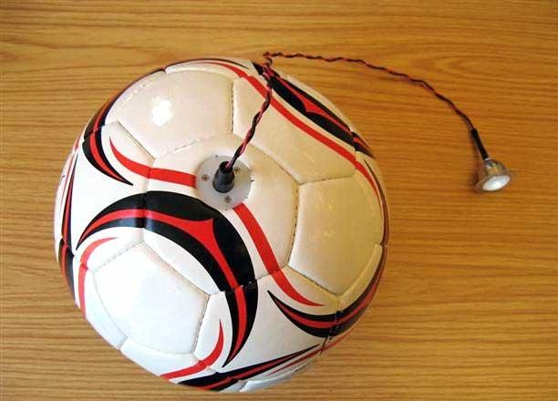 توپ فوتبالی که برق تولید میکند