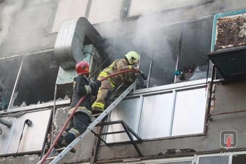 مهار آتش در خیابان منوچهری