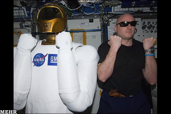 روبات فضانورد