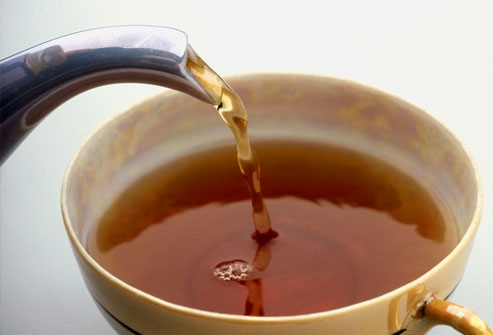 آب و چای را جایگزین نوشابههای شیرین کنید