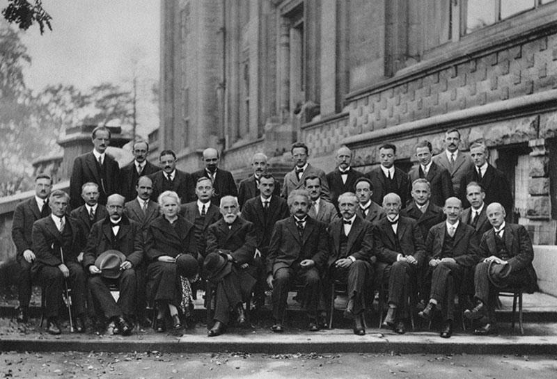 عکس یادگاری دانشمندان