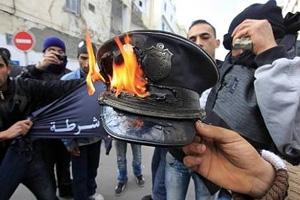 اعتراض پلیسها به سخنان تحریکآمیز نخست وزیر تونس