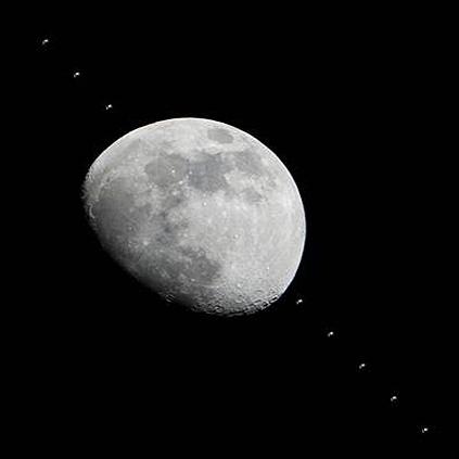عبور ایستگاه فضایی از کنار ماه و مشتری