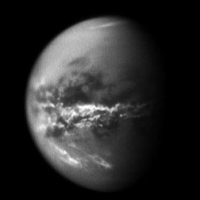 تیتان، بزرگترین قمر زحل
